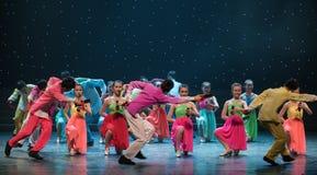 Spela Allegro-kines folkdans Royaltyfri Foto