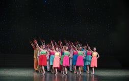 Spela Allegro-kines folkdans Arkivfoto
