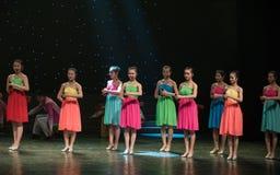 Spela Allegro-kines folkdans Royaltyfria Bilder