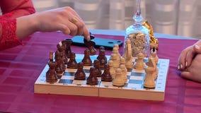 Spela den schackkort och lotterit arkivfilmer