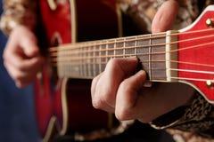 Spela för gitarrist  royaltyfri bild