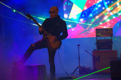 Spela för gitarrist royaltyfri foto