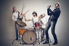 Spela för musikband arkivfoton