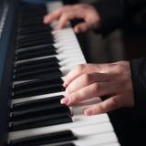 Spela för piano Arkivbilder