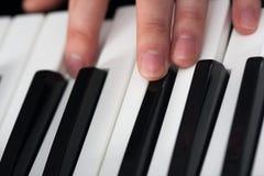 Spela för piano Royaltyfri Foto