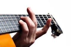Spela gitarren arkivfoton