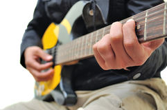 Spela gitarren royaltyfria bilder