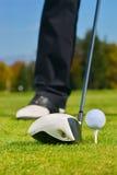 Spela golf. Fotografering för Bildbyråer