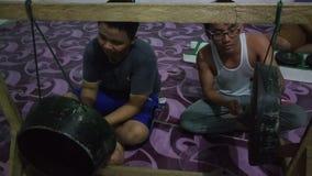 Spela gongen på longhousen Royaltyfria Foton
