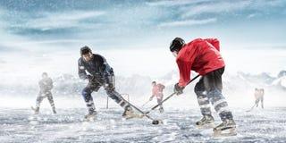 Spela hockeyleken Royaltyfri Foto