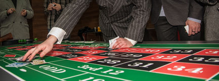 Spela i kasinot royaltyfri foto