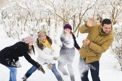 Spela i snö Royaltyfri Foto