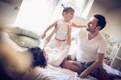 Spela intelligensföräldrar på morgonen ballerina little Fotografering för Bildbyråer