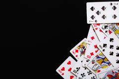 Spela inverterade kort Bakgrund som spelar kort Ram med att spela kort och svart bakgrund Royaltyfri Foto