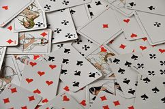 Spela kort, brädelekar, bakgrund av slumpmässiga spela kort royaltyfri bild