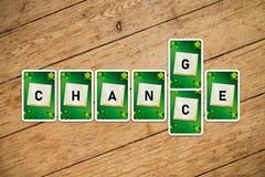Spela kort med text'ändring-möjligheter på ett trägolv royaltyfria foton