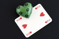 Spela kort- och stenförälskelse royaltyfri foto