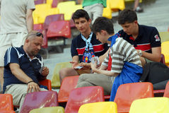 Spela kort på fotbollleken Arkivfoton
