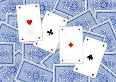 Spela kort som kallas Piqued royaltyfri foto
