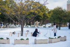 Spela med snön, Yokohama, Japan Fotografering för Bildbyråer