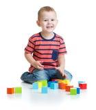 Spela och byggande torn för unge med färgrikt fotografering för bildbyråer