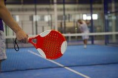 Spela Padel tennis Royaltyfri Foto