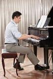 Spela pianot Arkivbilder