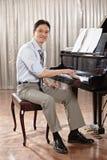 Spela pianot Arkivfoto