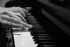 Spela pianot Royaltyfria Foton