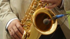 Spela saxofonsolljus arkivfilmer