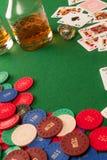 Spela tabell- och pokerchiper fotografering för bildbyråer