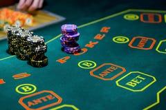 Spela tabellen i lyxig kasino Arkivbild