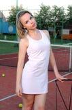 Spela tennis Royaltyfria Foton