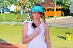 Spela tennis Fotografering för Bildbyråer