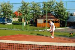 Spela tennis Arkivfoton