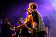 Spela vamp (den brittiska poprockbandet) i konsert på den Primavera popfestivalen royaltyfri bild