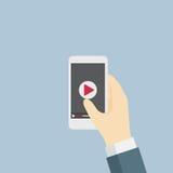 Spela videoen på mobiltelefonen Arkivbilder
