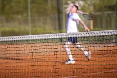 Spelar den netto mannen för tennis tennis Fotografering för Bildbyråer