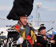 spelar höglands- det traditionella mannairnskottet Royaltyfri Fotografi