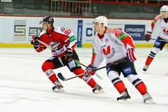 Spelare Donbass Donetsk och Metallurg Novokuznetsk Arkivfoton