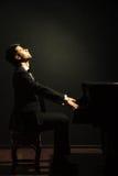 Spelare för pianoklassisk musikmusiker Arkivfoto
