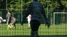 Spelare för ungdomfotboll (fotboll) arkivfilmer