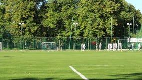 Spelare för ungdomfotboll (fotboll) (timelapse) stock video