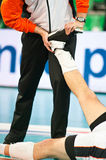spelare upp varm volleyboll Royaltyfri Fotografi