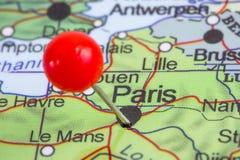 Speld in een kaart van Parijs Stock Foto