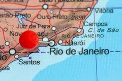Speld op een kaart van Rio de Janeiro Stock Afbeeldingen