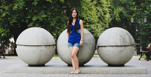 Speld-op meisje en grote ballen Stock Foto's