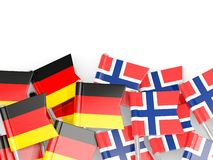 Spelden met vlaggen van Duitsland en Noorwegen op wit wordt ge?soleerd dat vector illustratie