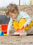 Spelen met zand Stock Foto