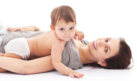 11 spelen van de monthesbaby met haar moeder. Stock Afbeelding